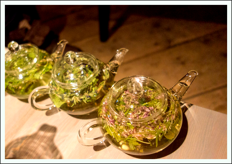 Herbal infusion Kräutertee Tee Aufguss